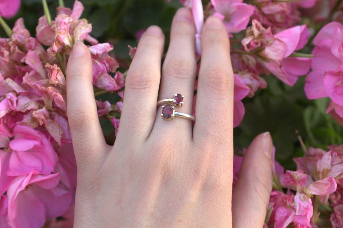 anillo plata dos granates 3